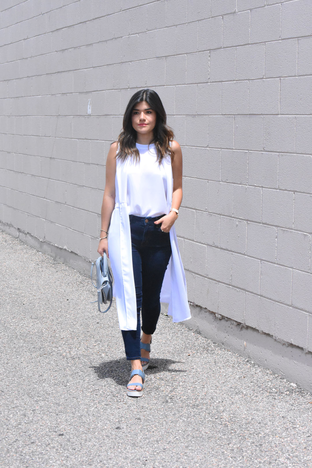 Carolina Hellal of Chic Talk wearing American Eagle jeans, and skecher sandals
