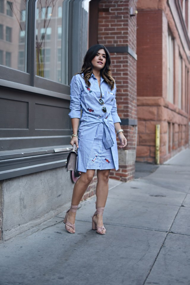 Carolina Hellal of Chic Talk wearing a VIPme stripped dress, a Mellow Handbag world grey bag, and Topshop pink sandals