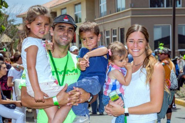 16-Foto 7 Tomás Longueira e Isabel Vial junto a Mónica, Benjamín y Elisa