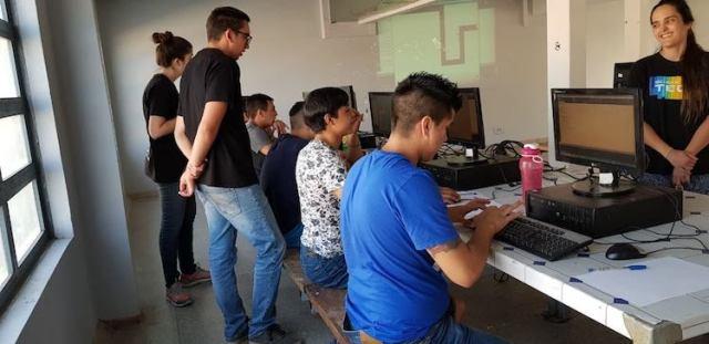 sename-1 Niños del Sename se aproximan a la programación