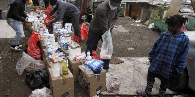 """ONG """"Primera Necesidad"""" se adelantó al Gobierno en la entrega de cajas de alimentos"""