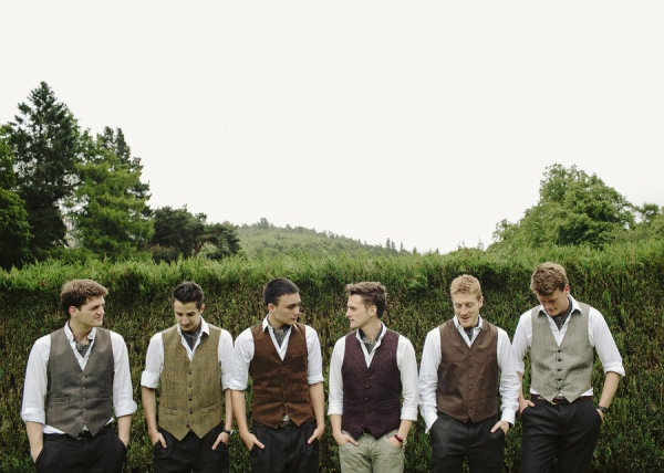 10 Ways to Style Your Groom Vintage - Cravats