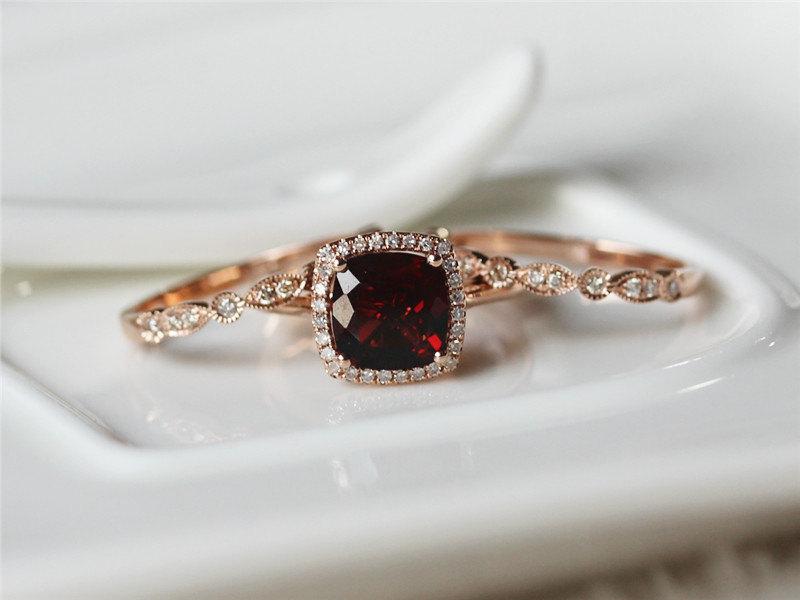 21 Ideas For A Gorgeous Garnet Wedding Chic Vintage