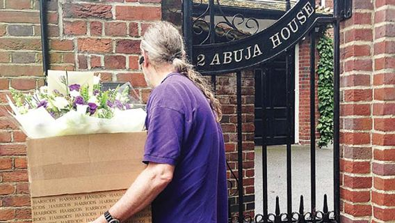 Man deliver flowers to President Buhari in London( Photo)