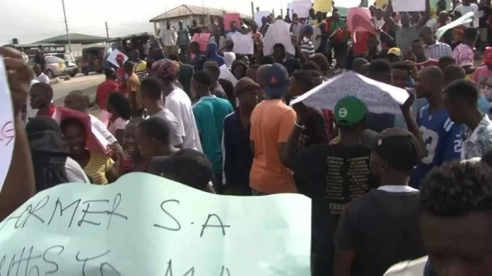 BAYELSANS PROTEST AGAINST GEORGE TURNAH, DEMANDS FURTHER PROTECTION