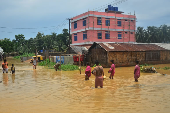 India monsoon floods: Death toll rises to 76