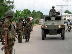VIDEO: IPOB members in daring confrontation with soldiers