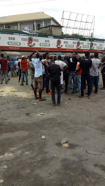 Biafra: Port Harcourt boils as Soldiers Force Igbo Traders Out Of Their Shops, Beat And Arrest
