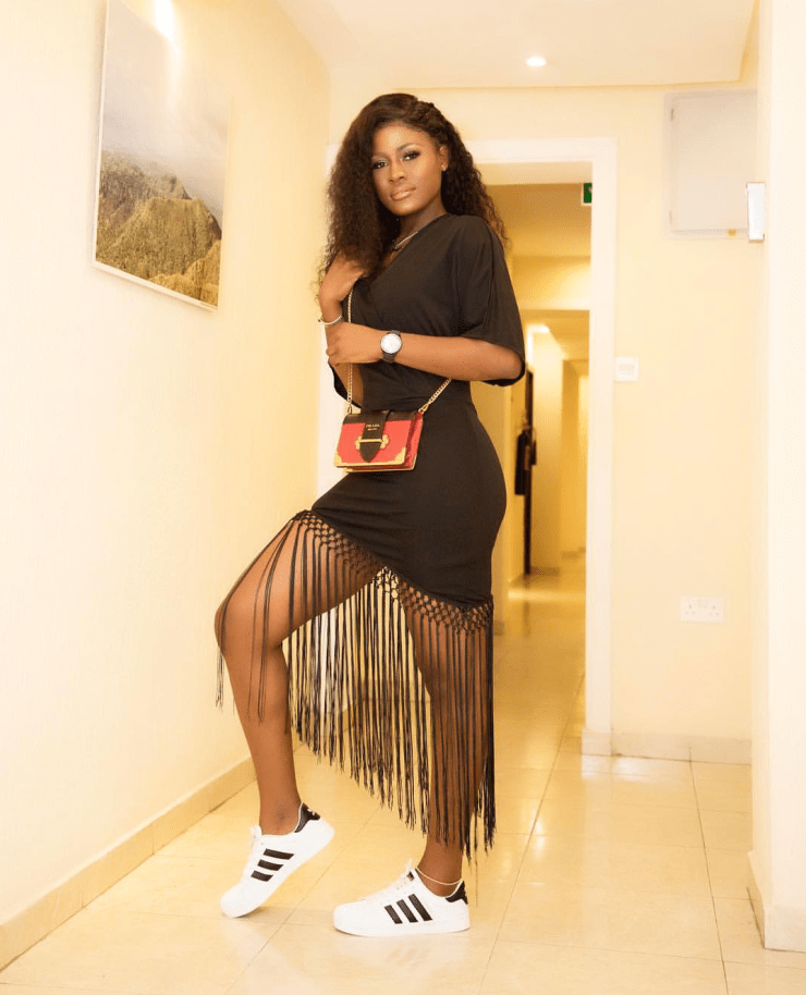 Between Alex Unusual and Cee-c who got the hot legs?