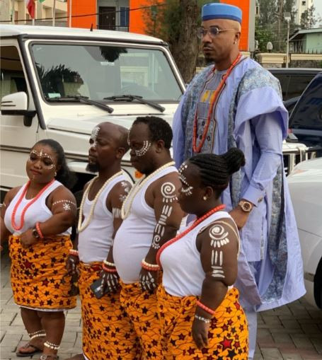 Video: Pretty Mike steps out for a wedding with four dwarfs carrying sacrifice