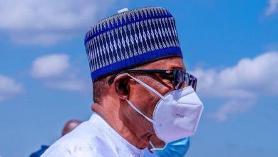 Buhari wears a face mask for the first time in public