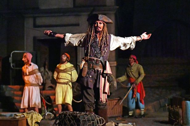 Johnny Depp surprises Disneyland guests on Pirates of the Caribbean ride in full Jack Sparrow costume 1
