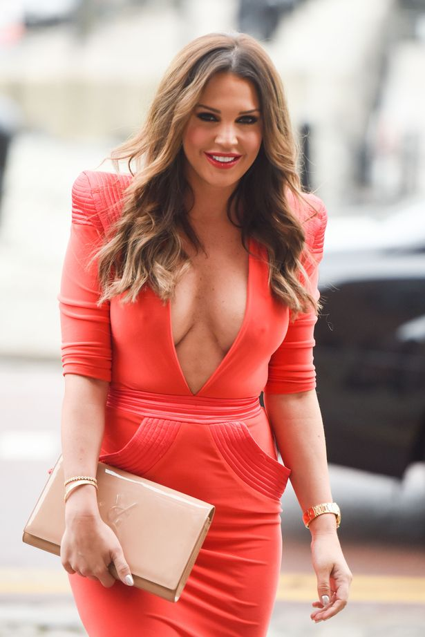 PAY-MAIN-DANIELLE-LLOYD-OUT-FOR-LUNCH (1)