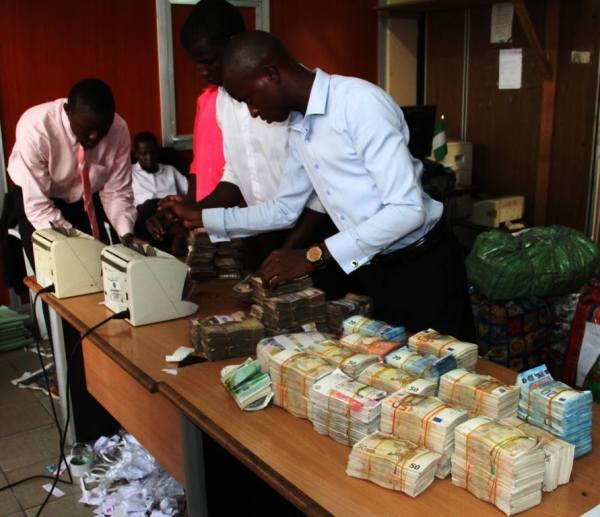 Pounds and Dollars recovered by EFCC 2