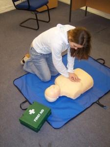 Women-performing-CPR