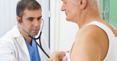 Doctor-examining-patient-with-stethoscope
