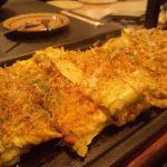 遠州焼きや家でもできるたくあん入りのお好み焼き。