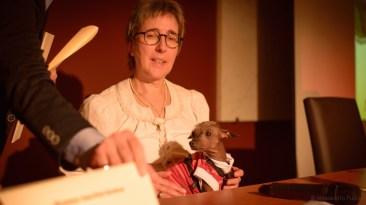 Estelle Anthoni Koch (experta en Perro sin Pelo del Perú, criadora y personaje del filme) y su ejemplar de Perro sin Pelo del Perú - talla pequeña.Photo by Alessandro Pucci