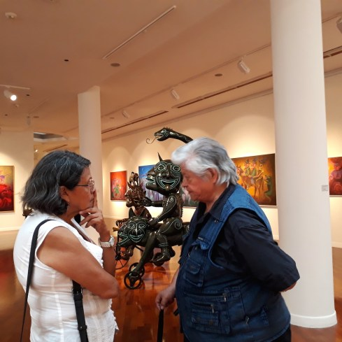 Exposición Allinta Yachay de Alberto Quintanilla - Gloria Caceres Vargas (traductora de lengua quechua para el filme) y Alberto Quintanilla (personaje del filme)