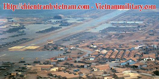 Trại Holloway nhìn từ trên cao - Trận Pleiku trong chiến tranh Việt Nam năm 1965 - Attack on Camp Holloway in Việt Nam war 01