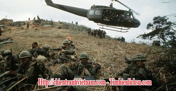 Trực thăng đổ bộ các binh sĩ trong trận đánh Khe Sanh trong chiến tranh Việt Nam - UH-1 Huey gave supports in Battle of Khe Sanh - Siege of Khe Sanh 1968 in Vietnam war