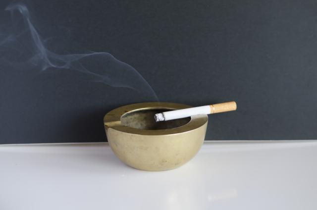 部屋のタバコの臭いを取るには