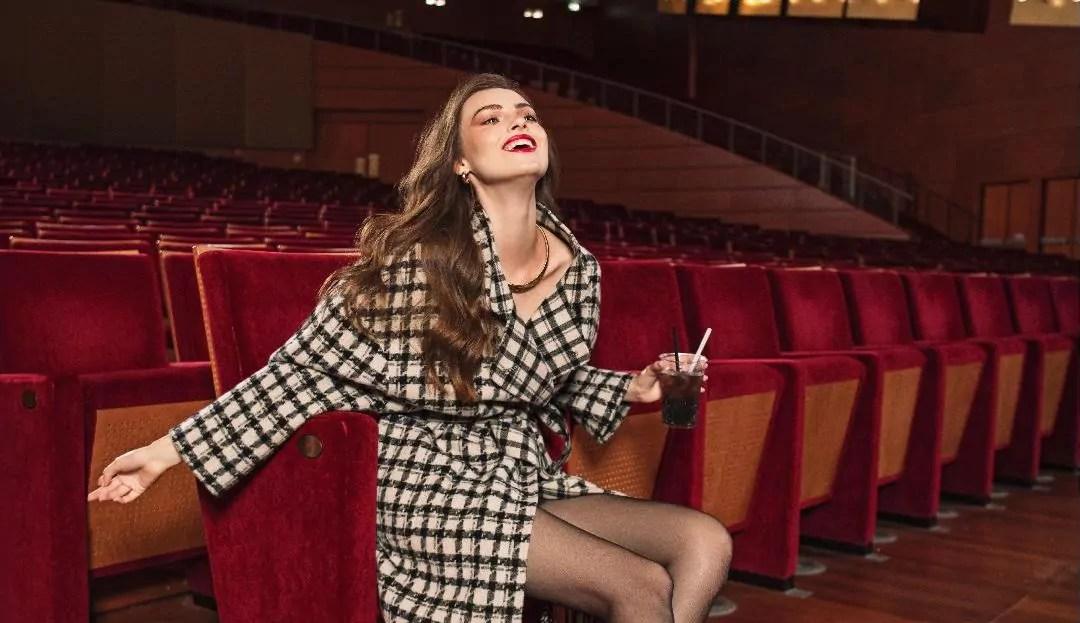 Manila Grace lancia un contest per far vivere a pieno un'esperienza al Teatro Arcimboldi di Milano.