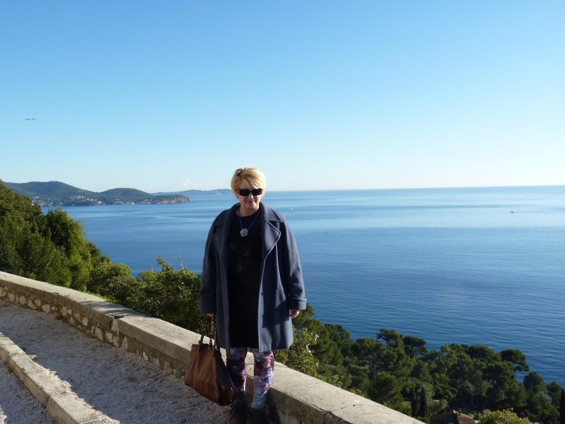 Un jour, un look au bord de la Méditerranée!