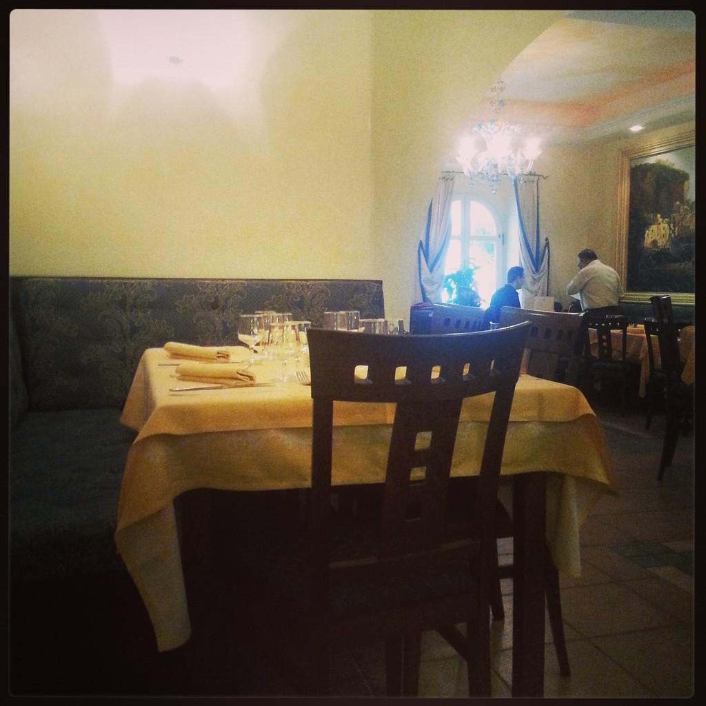 façade à Nice / la baie d'Amalfi / Une introspection / un jardin, un restaurant croisé en se baladant / théâtre Charles Nègre...Photos prises avec mon téléphone!