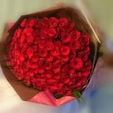 心から喜んでほしい方への贈り物に いかがでしょうか♥♥ ロマンチックで女性なら誰もが一度は プレゼントされたいって思うのでは(^-^)vバラの本数をご予算をご相談ください。ご希望の花束をお作りします。