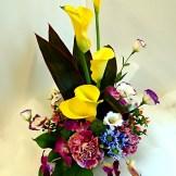 商品番号【1400010】参考価格¥4320 洋風の花材を中心スプレー菊etc...で制作する お供えのアレンジメントです。 置き場所に困らないコンパクトに作成!!贈った方にも気を使わせない感じでお作りします【写真は一例です。その時の入荷した鮮度の良い花でお作り致します。】花の種類などが多少異なる場合がございますが、あらかじめご了承ください。
