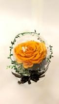 プリザーブドフラワー【ダイヤモンドローズ】です 希少な天然ダイヤモンド入りラメをバラの花弁に化粧したプリザーブドです