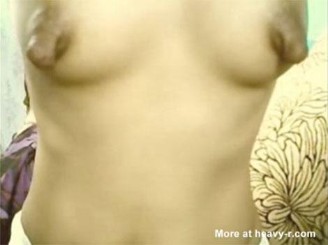 かなり大きく、かなり垂れたデカ乳首