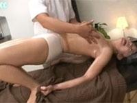 乳首イキ直前に何度も寸止めされ、焦らしの施術でおかしくなりそうな女性