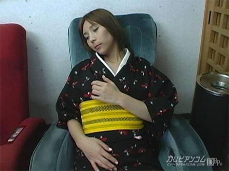 仕事終わりにマッサージチェアに座りながら乳首弄りオナニー