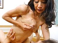 母乳が出る熟女ってエロいよね!デカ乳首の成田里佳子さんの母乳作品
