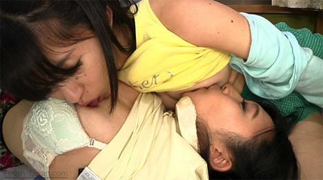 橘かえで&横尾咲希の相互乳首舐め