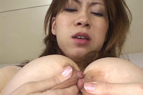 中村綾乃さんの両乳首擦りあわせ