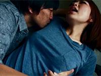 服の上から脇舐めされ乳首を勃起させて感じまくる櫻井ともかちゃんが可愛すぎる