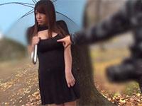 ノーブラで勃起乳首を晒しながらお外で強制お散歩させられる井上瞳さんがエロス!