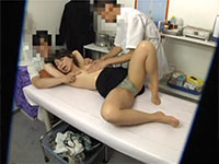乳首マッサージで女性を激しい乳首オーガズムへと導く変態整体師を盗撮