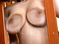 澁谷果歩さんの乳首プレイが超満載の全裸巨乳家政婦が名作の予感
