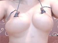 乳首を紐で縛って伸ばす!乳首奴隷ララのエクストリームニップル動画!