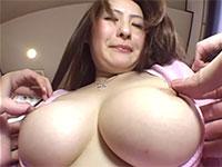 なんとなく叶●香さんちっくな風貌の美巨乳女性のコリ乳首をコリコリっとね