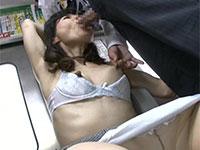 電車で痴漢にデカ乳首を弄られて長らく忘れていた性の快感を思い出す久倉加代子