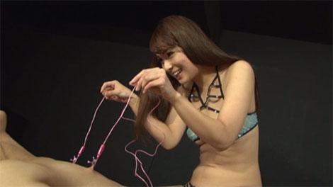 乳首ロータを装着して引っ張り