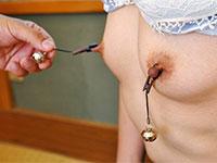 長い・デカい、様々な熟女の乳首いじりシーンを集めた熟乳首ゴッチャ煮作品が登場!