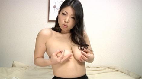 エッロイ熟女の挑発乳首オナニー