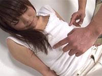 ノーブラで服の上から乳首を弄られて切なげな表情をして感じている鈴森汐那ちゃん萌え萌えキューン!!