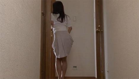 娘の裸を見て興奮する母親
